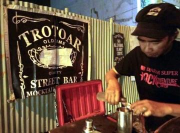 Trotoar StreetBar, Bar Pinggir Jalan Kelas Bintang Lima
